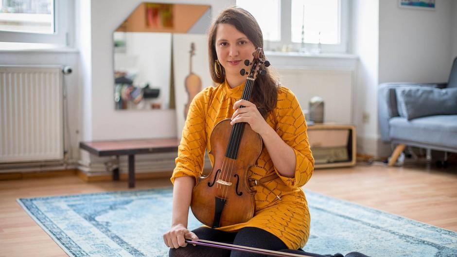 Philosophin der Bratsche: Francesca Venturi Ferriolo in ihrer Frankfurter Wohnung