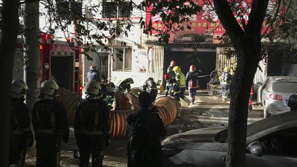18 Festnahmen nach verheerendem Feuer in Peking
