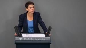 AfD-Aussteigerin insistiert: Petry und Maaßen haben sich getroffen
