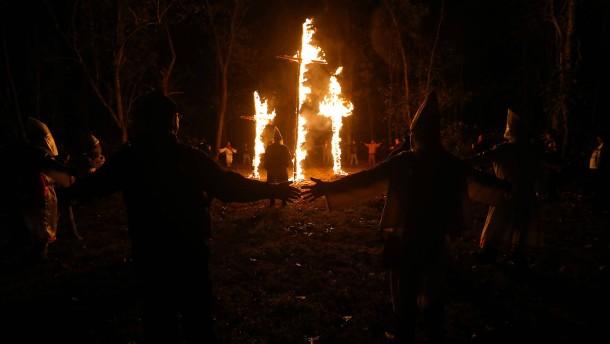 Elf Jahre Haft für Ku-Klux-Klan-Kreuzverbrennung