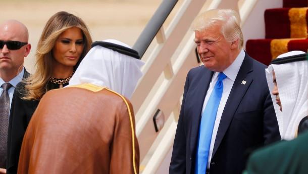 Russland-Affäre überschattet Trumps erste Auslandsreise