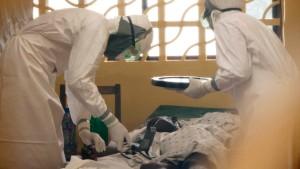 Helfer mit Ebola-Virus infiziert
