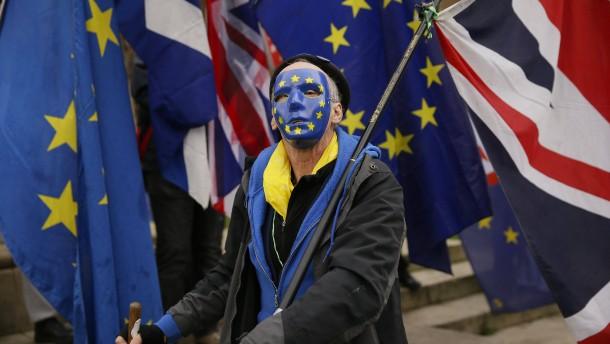 May hält Verbleib in EU für wahrscheinlicher als Ausstieg ohne Deal