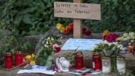 """""""Wir müssen aufpassen, dass hier nicht ein Teil der Bevölkerung mit einem Generalverdacht belegt wird."""": Gedenken an die getötete Schülerin Susanna F."""