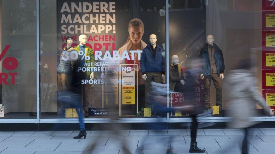 the best attitude 955f9 dab4d Sportarena schließt: Der Sportfachhandel will den Online-Kunden