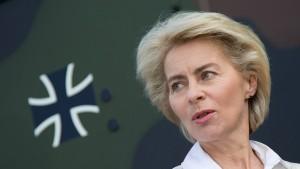 Von der Leyen wehrt sich gegen SPD-Vorwürfe