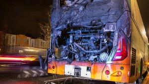 Reisebus in Frankfurt fängt Feuer