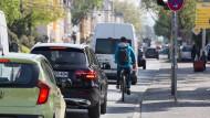 Besser geschützt: An der Heidelberger Straße gibt es inzwischen einen Radweg, der nun noch verlängert werden soll.