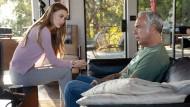 Sprechen sich aus: Maddie (Madison Lintz) und ihr Vater Harry Bosch (Titus Welliver) haben beide schon in den Abgrund geschaut.