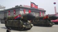 Militärische Muskelspiele: mobile Raketen bei der Militärparade in Pjöngjang. Nordkorea gibt ein Viertel seiner Wirtschaftsleistung für das Militär aus. Immerhin ein Weltrekord.