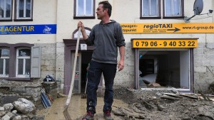 Unwetter treffen Nordrhein-Westfalen — Retter im Großeinsatz