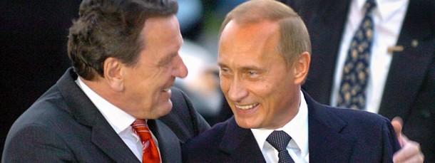 Stolz darauf, ein Russland-Versteher zu sein: der frühere Bundeskanzler Schröder im April 2004 bei einem Treffen mit Wladimir Putin in Hannover