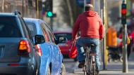 Deutsche wollen häufiger das Auto stehen lassen