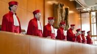 Der Erste Senat des Bundesverfassungsgerichts in Karlsruhe verkündet am 20. April 2016 das Urteil zum BKA Gesetz.
