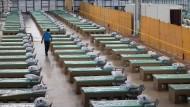 In einem Aschram der Organisation Radha Soami Satsang Beas in Delhi wurden Betten für Covid-19-Patienten aufgestellt.