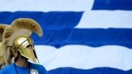 Da waren sie noch Gegner: Ein griechischer Fan bei der EM 2012 beim Vorrundenspiel Griechenland gegen Russland