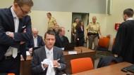 Die angeklagte Beate Zschäpe betritt den Gerichtssaal in München.