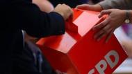 Die SPD hat überdurchschnittlich viele Migranten in ihren Reihen und wurde klassisch auch von diesen gewählt. Nun wandern ihnen diese Wähler zunehmend ab.