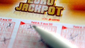 Zwei Arbeitskollegen aus Berlin knacken 42-Millionen- Eurojackpot
