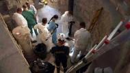 Experten untersuchen einen Beinkeller im Vatikan, in dem sie Knochen der vermissten Emanuela Orlandi vermuten