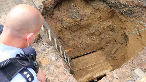 Bauarbeiter entdecken Einbrecher-Tunnel zu einer Bank