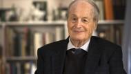 Zufrieden: Michael Hauck engagierte sich jahrzehntelang für die Frankfurter Börse und den Aktienmarkt, publizierte zu wirtschaftlichen Themen, schrieb Aufsätze, Bücher und hielt Vorträge.