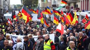Knapp 1000 Rechte ziehen durch Berlin