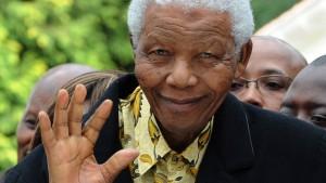 Nelson Mandela ins Krankenhaus eingeliefert