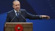 """Erdogan warb auch in Diyarbakir, der größten Stadt mit kurdischer Bevölkerungsmehrheit, für ein """"Ja"""" beim Verfassungsreferendum."""