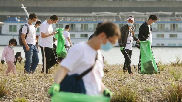 35.000 sammeln Müll von Flussufern