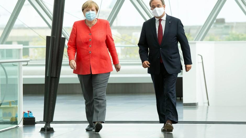 Merkel Trifft Laschet Keine Lockerungen Der Corona Beschrankungen