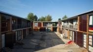Holzbauten als Unterkunft: Flüchtlingsheim am Alten Flugplatz in Bonames