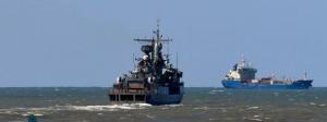 Kriegsschiff auf der Suche nach dem vermissten U-Boot.