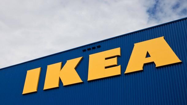 Ikea - Das Möbelhaus dienst auch als Ausflugsziel für Familien, Paare und Familien mit Kindern, und eignet sich gut für soziologische Betrachtungen.