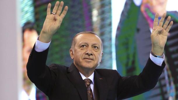 """Ditib organisiert Jugend-Reise zum """"Heerführer"""" Erdogan"""