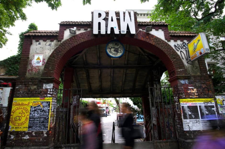 Das RAW-Gelände in Berlin: Unter die feiernden Massen mischen sich Drogendealer.