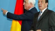 Wohin geht es mit Deutschland? 2002 beantworteten der damalige Bundeskanzler Gerhard Schröder zusammen mit Peter Hartz diese Frage mit der größten Arbeitsmarktreform der deutschen Nachkriegsgeschichte.