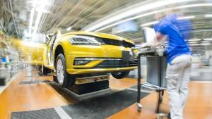 VW-Betriebsratschef warnt vor Elektro-Hype