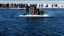Eisscholle als Rettungsboot