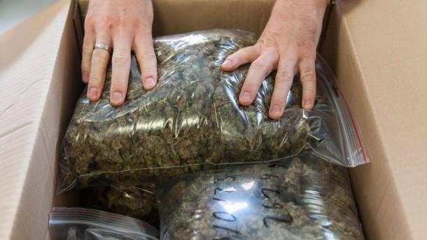 Vier Dealer gefasst, 20 Kilo Drogen sichergestellt