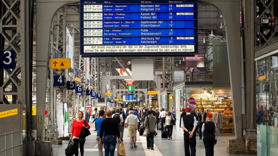 So sah es am Frankfurter Bahnhof im Jahr 2015 aus. Schon damals streikte die Lokführergewerkschaft.
