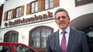 """""""Für jede Million, die Kunden mir bringen, zahle ich 4000 Euro drauf"""": Josef Paul, Chef der Raiffeisenbank Gmund"""
