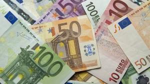 Politik und Wirtschaft fordern mehr Steuerentlastung