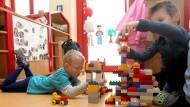 Richtungsstreit: Welche Betreuung für Kinder ist die beste?