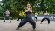 Rückkehr zum Gleichgewicht: Tai Chi soll Körper und Geist gegen den Alltagsstress der Großstadt wappnen.