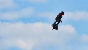 Extremsportler überquert fliegend den Ärmelkanal