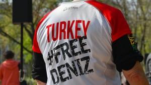 Welt-Verlag klagt gegen Haft seines Türkei-Korrespondenten