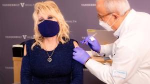 Dolly Parton ist geimpft