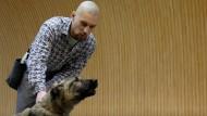 Hunde machen Knackis in Ungarn zahm
