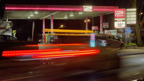 benzinpreise-an-tankstellen-schwanken-ber-den-tag-und-sorgen-f-r-ver-rgerung
